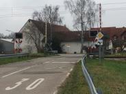 Neuburg-Maxweiler: Sattelschlepper bleibt auf Gleisen stehen