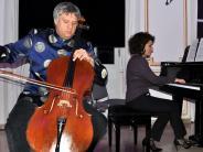 Neuburg: Magische Klänge und Illusionen auf der Bühne