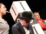 Neuburg: Theater: Die mühsame Welt der Erwachsenen