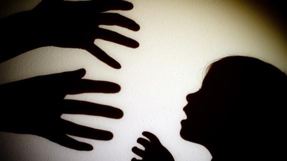 Augsburg/Nördlingen: Das Kind als Feind: Mutter misshandelt ihr Baby schwer