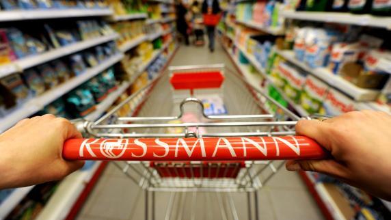 Verursacht Benommenheit und Kopfschmerzen: Rossmann ruft Kräutertee zurück
