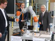 Donau-Ries: Ein Kuka-Roboter lernt im Ries das Fühlen