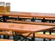 Megesheim: Autofahrer verliert Bierbänke