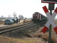 Oettingen: Autofährt gegen Bahnschranke