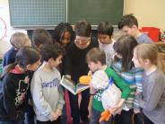 Paula Print: Fröhliche Kinder mittags in der Schule