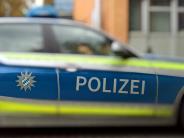 Wallerstein: Unbekannter fährt gegen Mauer und drückt sie um