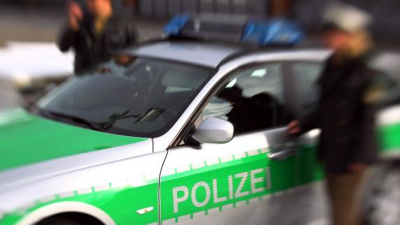 Jogger findet vergewaltigte Frau - Polizei fahndet nach zwei Männern