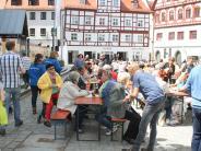 Soziales: GroßeJubiläumstafel in der Nördlinger Innenstadt
