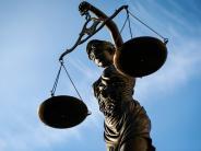 Raum Augsburg: Frau fordert 26 Millionen Euro von Gericht und wird verurteilt