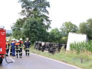 Unfall: Lkw kippt bei Schmähingen um