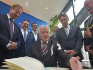 Politik: Hallenbad: Seehofer will sich kümmern