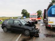 Unfall: Frau wirdnach Crash mit Brummi schwer verletzt