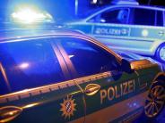 Möttingen: B 25: Motorradfahrer fährt in die Absperrung