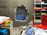 Nördlingen: Durch Loch in der Wand: Einbrecher steigen in Elektronikmarkt ein