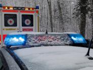 Verkehr: Auf schneeglatter Straße Unfall verursacht