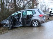 Löpsingen: Unfall: Drei Erwachsene verletzt, ein Baby bleibt unversehrt