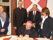 Kirche: Bischof Zdarsa besucht Oettingen