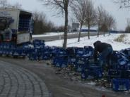 Unfall: 400 Kisten Bier landen auf der Straße