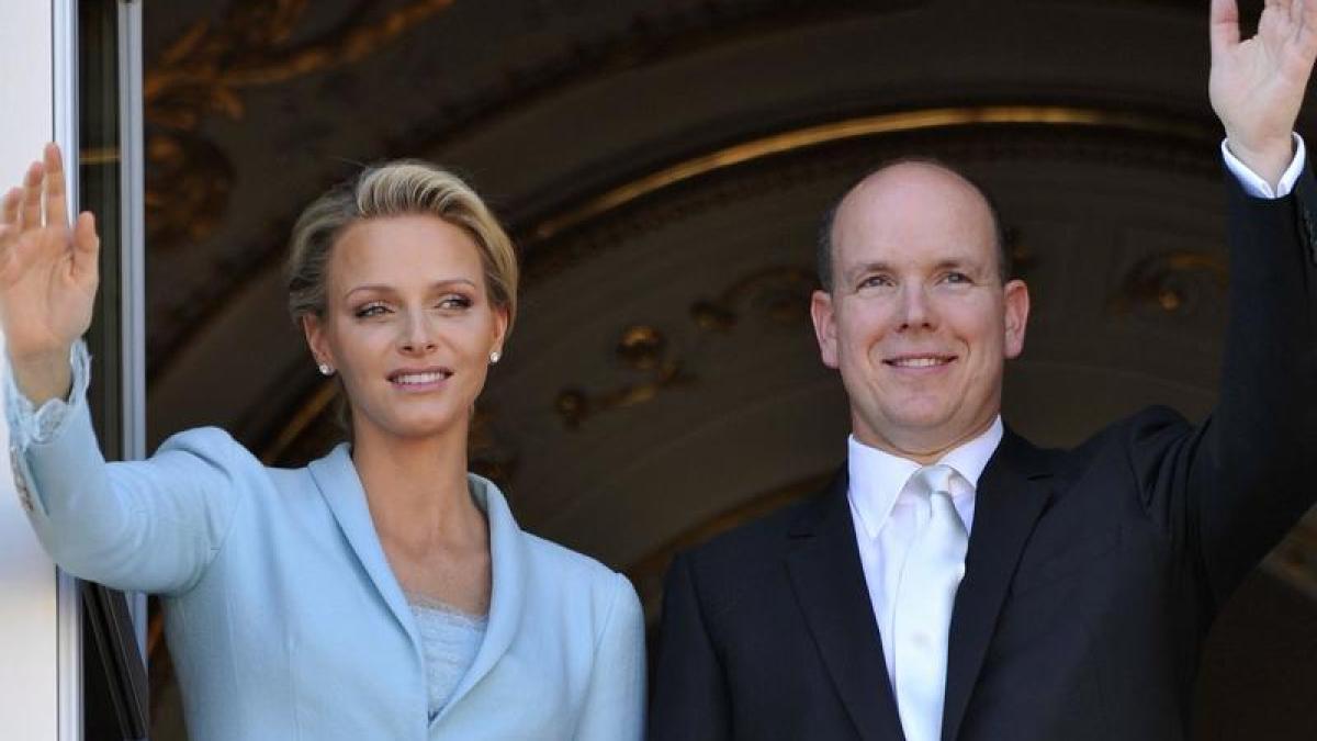 Monarchie: Charlene hat Hochzeitskleid selbst entworfen - Promis ...