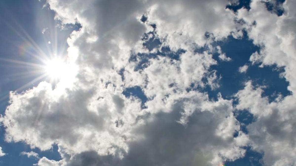 http://bilder.augsburger-allgemeine.de/img/panorama/crop30864567/5854783690-ctopTeaser-w1200/Heiter-bis-wolkig-und-nur-vereinzelt-Schauer-oder-Gewitter-So-zeigt-sich-das-Deutschland-Wetter-am-Freitag.jpg
