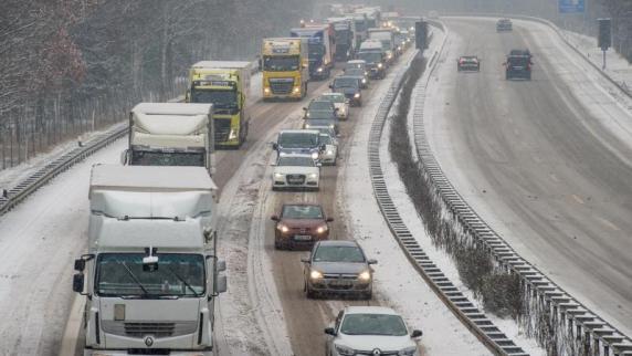Region: Ferienende und Schnee sorgen für Chaos auf Bayerns Straßen