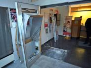 Kriminalität: Räuber reißen mit Traktor Geldautomaten aus Bank
