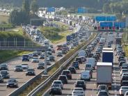 München: Stau bei Aubing: Lkw verliert zwei Tonnen Bio-Müll auf A99