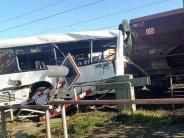 Osnabrück: Zug kollidiert mit Bus: Zwei Schwerverletzte