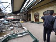Eine Tote, viele Verletzte: Schweres Zugunglück in Bahnhof bei New York