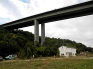 Unterfranken: Vater und zwei Kinder tot unter einer Brücke