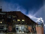 Sprinkleranlage fehlte: Klinikbrand: Polizei schließt Suizid von Patientin nicht aus