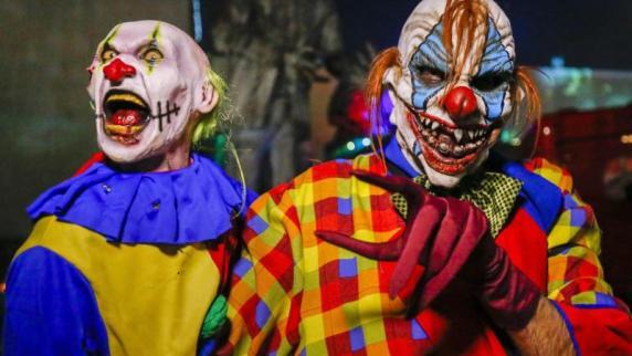 """Gersthofen: """"Horror-Clowns"""" erschrecken Passanten mit Eisenketten"""