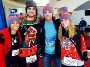 Trendy Textilien: Bunte Weihnachtspullover für den guten Zweck