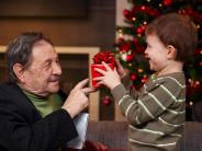 Weihnachtsgeschenke: So schenken Oma und Opa richtig