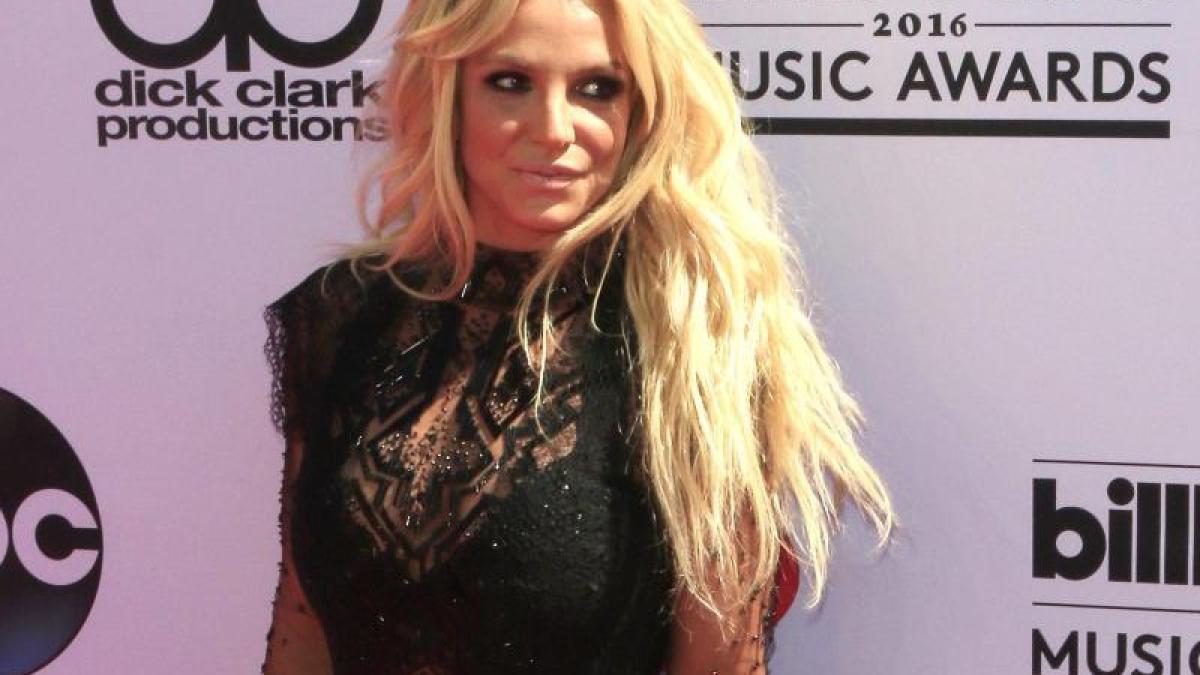 Nacktfotos von Britney Spears im Internet - Mediamass