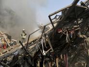 20 Feuerwehrleute tot: 17-stöckiges Einkaufszentrum in Teheran stürzt ein