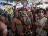 Bildergalerie: Bunte Parallelwelt: Brasilien feiertKarneval zwischen Samba und Soldaten