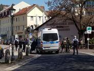Angestellte im Gebäude: Bankräuber bei dramatischem Überfall angeschossen