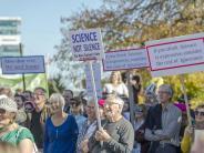 Wissenschaftler gegen Trump: Demonstranten marschieren weltweit für die Wissenschaft