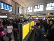 Weiter Verkehrsbehinderungen: Nach ICE-Unfall in Dortmund entgleiste Wagen geborgen