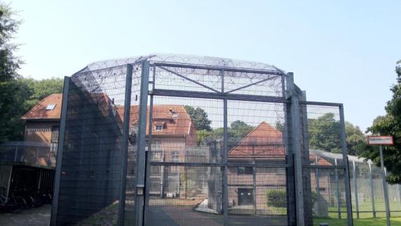 Möglicherweise bewaffnet: Gefangener flieht aus Psychiatrie