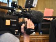 Prozess in Berlin: Angeklagter gesteht Tritt gegen Frau auf U-Bahn-Treppe