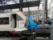 Zug knallt gegen Prellbock: Dutzende Verletzte bei S-Bahn-Unfall in Barcelona