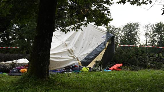 Junge im Zelt von Baum erschlagen: Polizei rekonstruiert