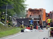 Polizei untersucht Fahrzeuge: Müllwagen erschlägt ganze Familie: Rätsel um Unfallursache