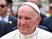 Papst in Kolumbien: Papst Franziskus beendet Reise nach Kolumbien mit einem Veilchen