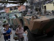 Kampf gegen Drogenbanden: Kriegsszenen in Rio: Militär besetzt Favela