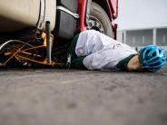 77 Opfer im vergangenen Jahr: Rechtsabbiegende Laster für Radler besonders oft tödlich