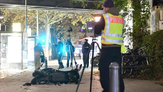 Berlin: Autofahrer rast über Bürgersteig - Wohnung durchsucht