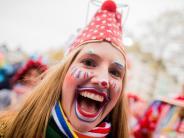 Fünfte Jahreszeit: Zehntausende feiern den Start des Karnevals